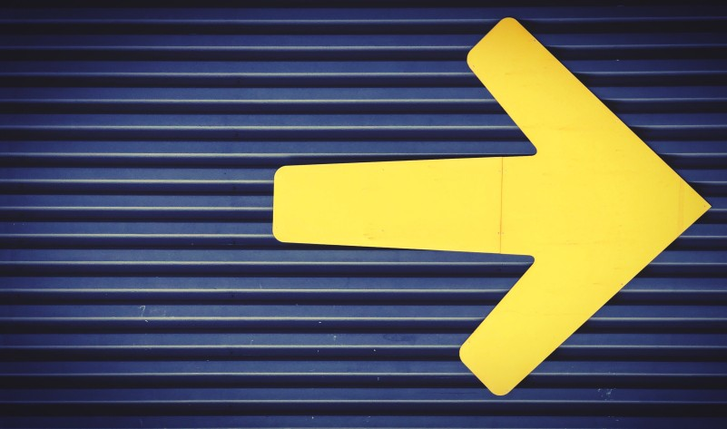 yellow arrow pointing to the right